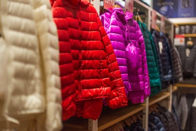 מעילים בכל מיני צבעים