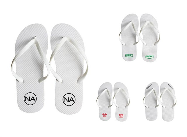 נעלי אצבע ממותגות בלוגו החברה
