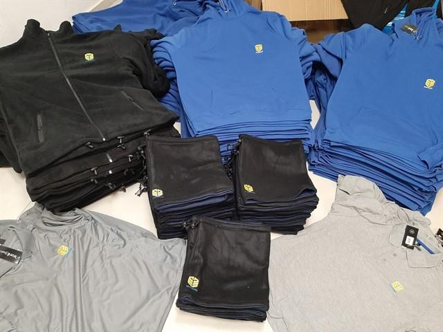 חולצות ממותגות ופרטי טקסטיל עם מיתוג