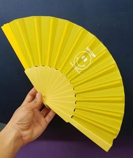 מניפה ממותגת צהובה