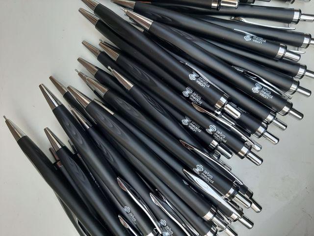 עטים שחורים ממותגים יעל בר